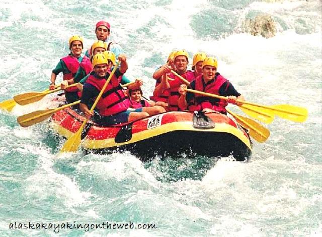Kegiatan Rutin yang Berbekal Perahu Kayak